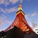 黃昏中佇立的東京鐵塔